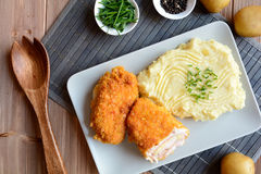 Cordon bleu mit Kartoffelpürees Lizenzfreie Stockbilder