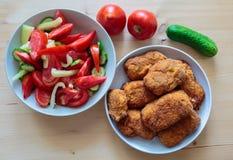 Cordon bleu mit Salat Lizenzfreies Stockfoto