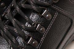 Cordones de la bota del hombre Imagenes de archivo