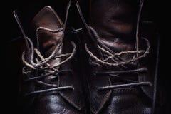 Cordones de los zapatos de cuero Imágenes de archivo libres de regalías