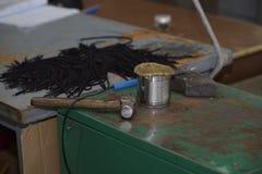 Cordones de zapato con el martillo Fotos de archivo libres de regalías