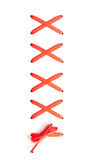 Cordones rojos para las botas en un fondo blanco Imagenes de archivo