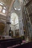 CORDOUE - L'ESPAGNE - 10 JUIN 2016 : Dôme blanc M de plafond de cathédrale Photos libres de droits