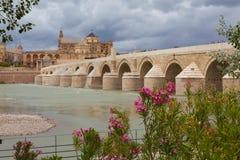 Cordova. Römische Brücke über dem Guadalquivir. Lizenzfreie Stockbilder