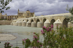 Cordova. Roman brug over de Guadalquivir. Stock Foto's