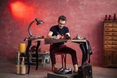Cordwainer составляя кожаные аксессуары моды стоковое изображение rf