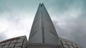 COREA - 29 DE MAYO DE 2018: Opinión Lotte World Tower El edificio más alto de Seul almacen de video