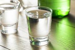Coreano destilado claro alcoólico Soju fotos de stock