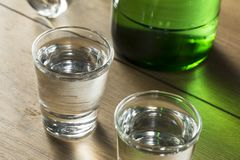 Coreano destilado claro alcoólico Soju imagens de stock