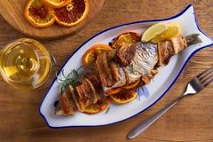 Coregone Bacon-avvolto arrostito Il pesce si ? avvolto con bacon fotografia stock libera da diritti