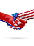 A Coreia do Norte das bandeiras, países do Estados Unidos, overprinted o aperto de mão Fotos de Stock Royalty Free