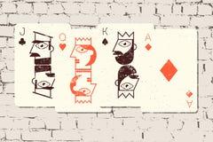 杰克,女王/王后、国王和一点 在难看的东西样式的风格化纸牌在砖墙背景 也corel凹道例证向量 库存照片