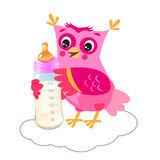 与牛奶瓶的逗人喜爱的猫头鹰之子 女婴欢迎 也corel凹道例证向量 免版税库存图片