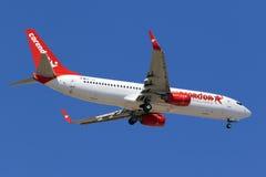 Corendon Airlines 737 på långa finaler Arkivbild