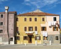 Cores características das casas na ilha de Pellestrina Foto de Stock