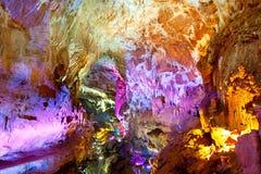 Cores da caverna de Sataplia imagem de stock