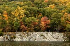 Cores da queda no lago Hessian fotografia de stock royalty free