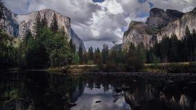 Cores das quedas no vale de Yosemite video estoque