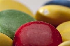 Cores diferentes dos doces de chocolate Fotografia de Stock Royalty Free