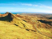 Cores do inverno da paisagem montanhosa na ilha de Skye em Escócia Escala bonita de Quiraing fotografia de stock