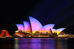 Cores do nascer do sol em Sydney Opera House, 2016 vívido Imagem de Stock