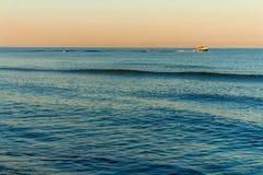 Cores do nascer do sol no mar fotografia de stock royalty free