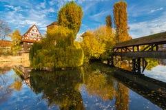cores do Pegnitz-outono do Nuremberg-Alemanha-rio imagens de stock royalty free