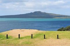 Opinião de ilha de vulcão de Rangitoto de Devonport Imagens de Stock