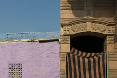 Cores e arquitetura nas ruas de Jodhpur, Índia fotos de stock royalty free