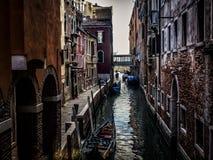 Cores e texturas Venetian em um canal só foto de stock