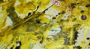 Cores escuras do ouro abstrato da cera da pintura da aquarela, cursos da escova, fundo hipnótico orgânico imagens de stock