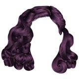 Cores na moda do roxo dos cabelos curtos da mulher franja Beleza da forma Imagem de Stock