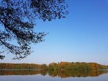 Cores outonais em um lago no estado de Brandemburgo em Alemanha Fotos de Stock