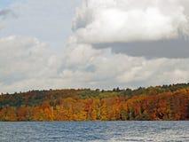 Cores outonais no norte do lago Werbellin de Berlim imagens de stock