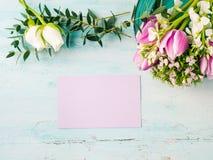 Cores pastel cor-de-rosa da tulipa roxa vazia da flor do cartão Fotografia de Stock Royalty Free