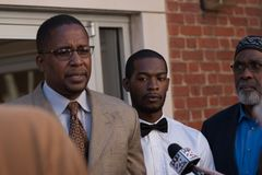 Corey Long Arrest am Charlottesville-Amtsgericht mit Malik Zulu Shabbaz lizenzfreies stockfoto