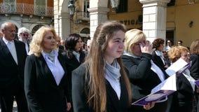 CORFÙ, GRECIA - 6 APRILE 2018: Le processioni dell'epitaffio del venerdì santo a Corfù video d archivio