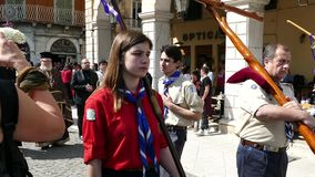 CORFÙ, GRECIA - 6 APRILE 2018: Le processioni dell'epitaffio del venerdì santo a Corfù Ogni chiesa organizza una litania stock footage