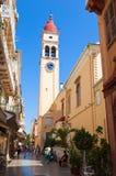 CORFÚ 24 DE AGOSTO: El campanario de la iglesia de Spyridon del santo en Kerkyra en agosto 24,2013 en la isla de Corfú, Grecia Fotos de archivo