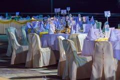 CORFÚ, GRECIA - 10 DE JULIO DE 2011: Restaurante para G que espera del aire abierto Foto de archivo