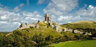 Corfe城堡全景 库存照片