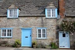CORFE kasztel, UK - MAJ 21, 2018: Główna fasada średniowieczny dom z brickstone i flizu dachem w Corfe Roszuje wioskę Zdjęcia Stock