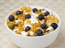 蓝莓健康早餐的corflakes 免版税库存图片