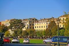 Corfu, Grécia, o 18 de outubro de 2018, ideia do centro da cidade com suas construções imagens de stock royalty free