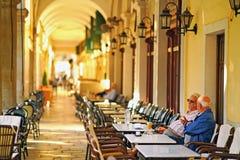 Corfu, Grecja, Październik 18, 2018 Liston jest sławnym budynkiem w Spianada kwadracie dokąd miejscowi i turyści relaksują w dużo obrazy royalty free