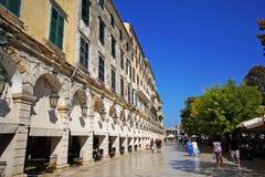 Corfu, Grecja, Październik 18, 2018 Liston jest sławnym budynkiem w Spianada kwadracie który przyciąga turystów fotografia stock
