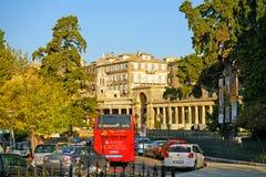 Corfu, Grecja, Październik 18, widok centrum miasta z swój budynkami i swój ruchu drogowego dżem, 2018, zdjęcia royalty free