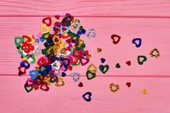 Coriandoli brillanti della carta del cuore Immagini Stock