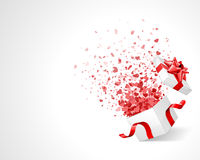 Coriandoli del cuore di amore in casella Fotografia Stock