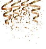 Coriandoli dorati su un fondo isolato bianco Fotografie Stock